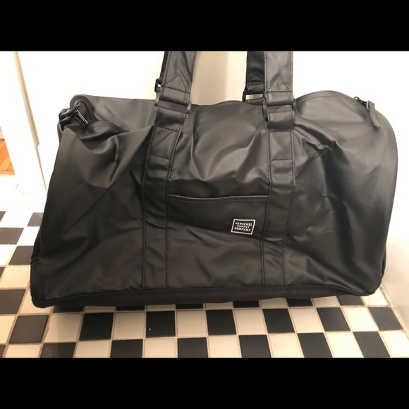 914701a9ffce Herschel Novel Duffle Studio - black - w tags